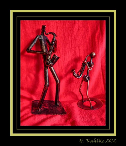 saxophone-playing figurines