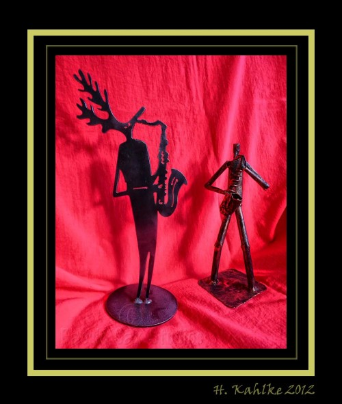 saxophone-playing figurines, metal, red background