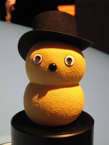 Keepon, hat, yellow, figure, robot, tool for autism research