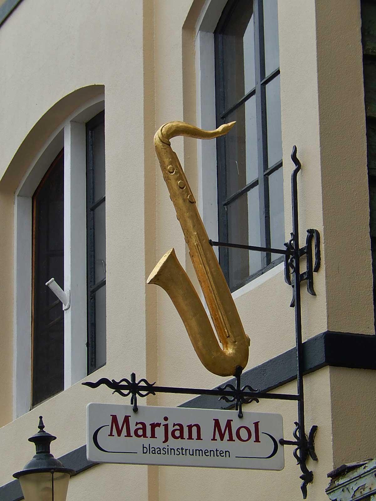 ornamental saxophone, ornamental sax, saxophone sculpture attached to building, Marjan Mol blaasinstumenten, Wormerveer, North Holland