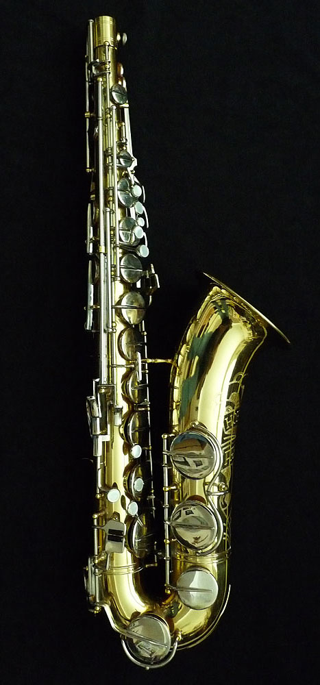 Hohner President, tenor sax, gold lacquer saxophone, black background